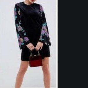 NWT  ASOS Velvet Floral Bell Sleeve Dress Size 8